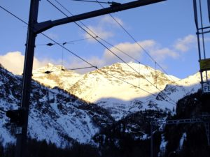 Durch die Schweizer Alpen mit dem Zug